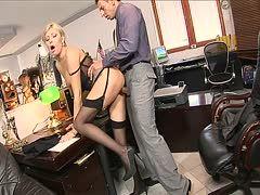 Blondine fickt Boss Büro